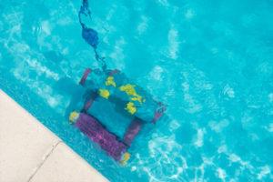 como-eliminar-algas-piscina