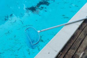 como-eliminar-las-algas-de-la-piscina