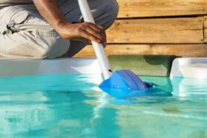 como-eliminar-las-algas-en-piscina