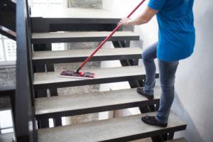 limpieza-de-escaleras-en-comunidades